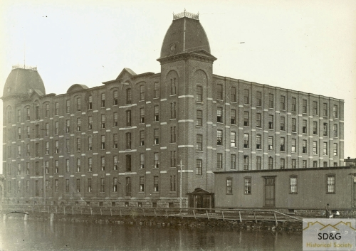 94-10.51_Daily Coll_47 Stormont Mill_web