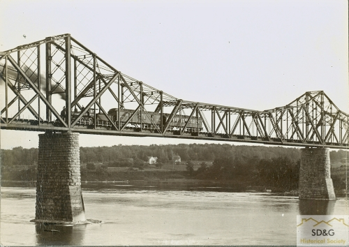 94-10.57_Daily Coll_53 Old NY Railway Bridge_web