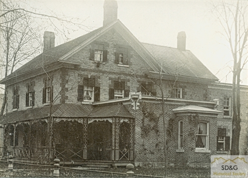 94-10.75_Daily Coll_74 A. A. Ross Residence_web