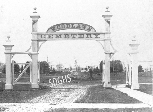 woodlwan-cemetery_old-gate_wm-j-roys_2001-9-15_wm